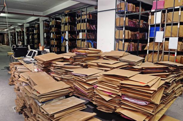 dateien in einem archiv - keller organisieren stock-fotos und bilder