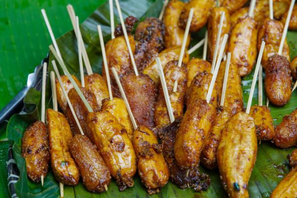 turon filipino sobremesa - banana frita - foto de acervo