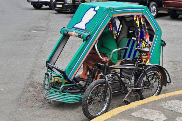 Philippinische Fahrradrikscha warten auf Kunden. Muralla oder Curtain Wall-Street-Intramuros-Manila-Philippinen-0977 – Foto