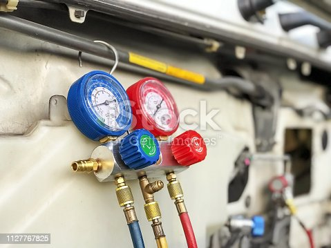 962280084 istock photo Fill the car air conditioner 1127767825