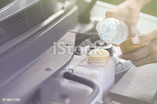 istock Fill water to radiator 915637238