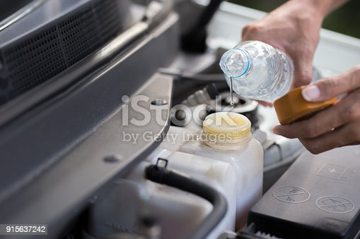 istock Fill water to radiator 915637242