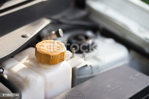 istock Fill water to radiator 915637244