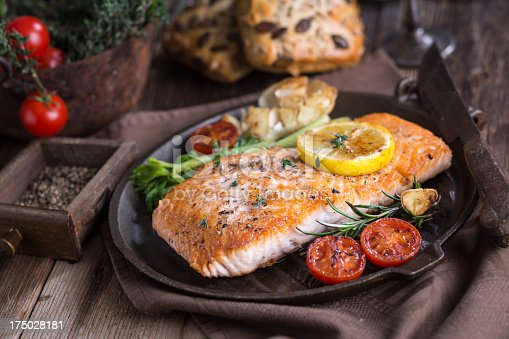 istock Fillet of salmon with vegetable 175028181