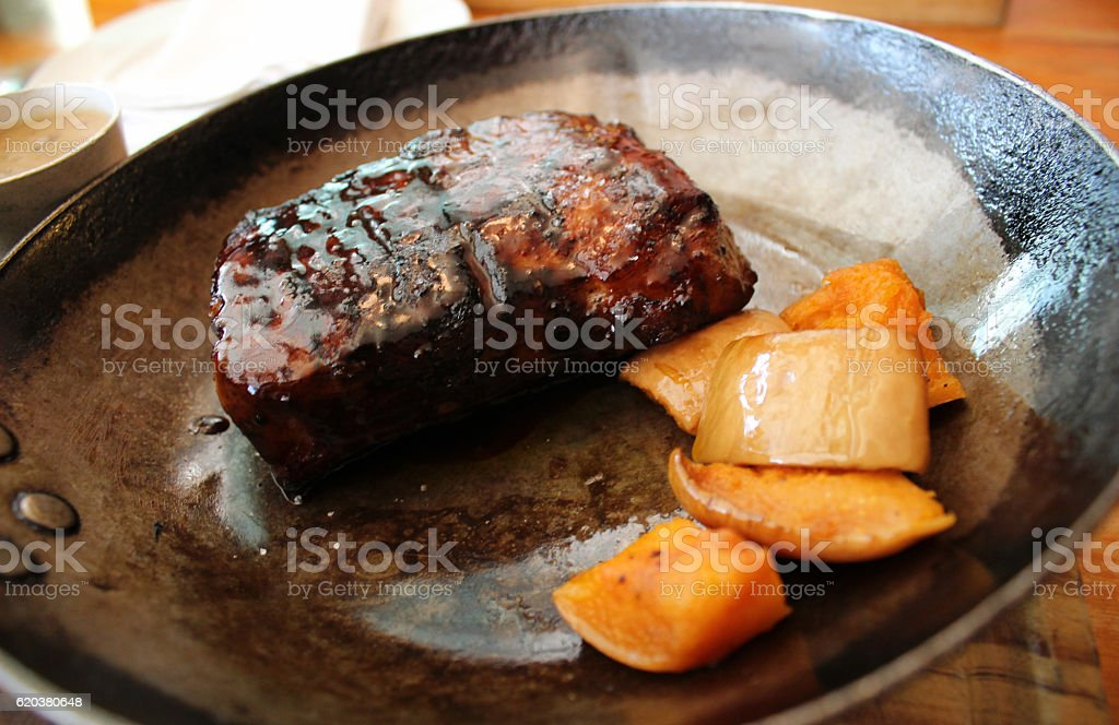 Fillet steak, mango and peppercorn sauce served in frying pan zbiór zdjęć royalty-free