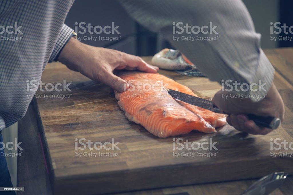 Filleting salmon. foto de stock royalty-free