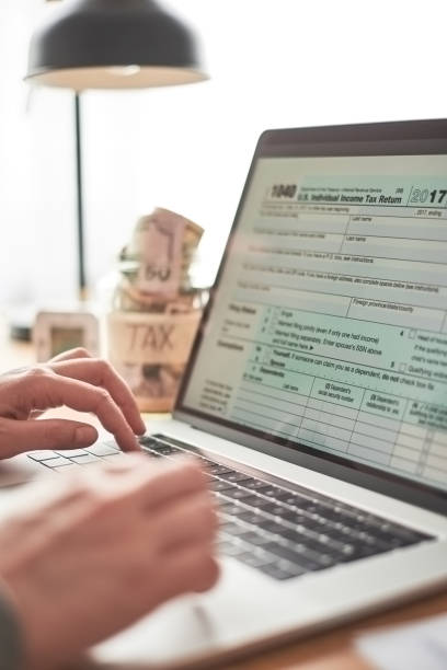 Filling out the 1040 tax form online stock photo