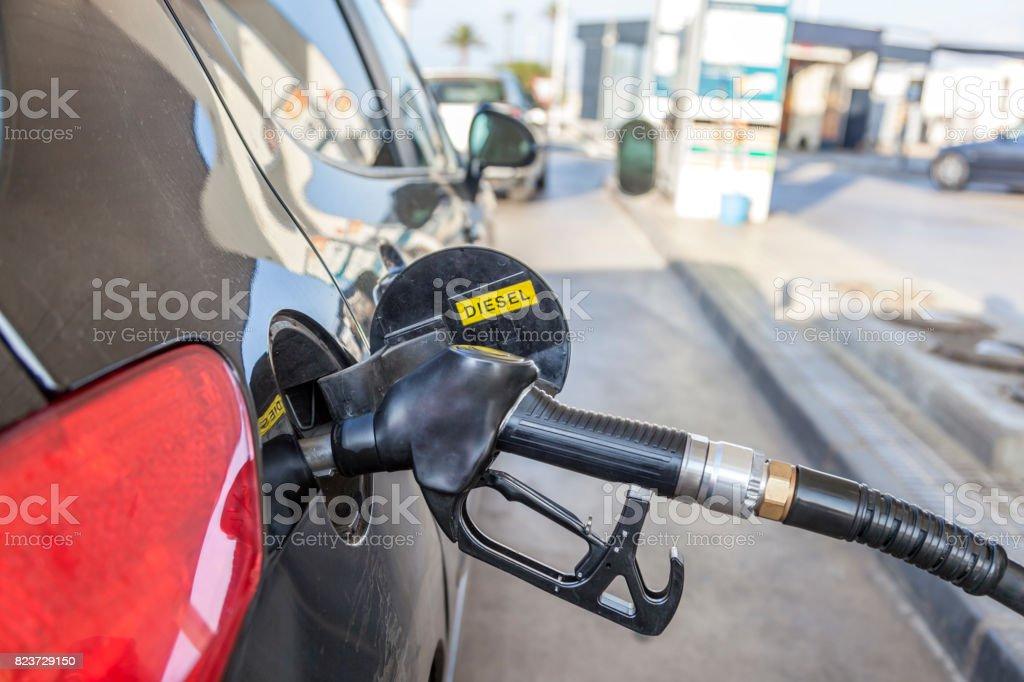 Füllt einen Diesel-Pkw Lizenzfreies stock-foto