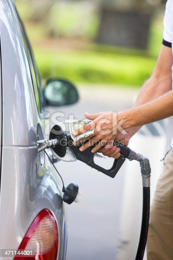 istock Filling up the gas tan 471144001