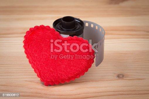 462102115istock Foto De Concepto Abstracto Amor Agrupar Una Forma