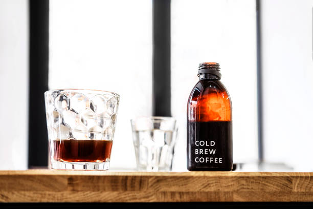 filter cold brew coffee bottle and glass - brewery stock pictures, royalty-free photos & images