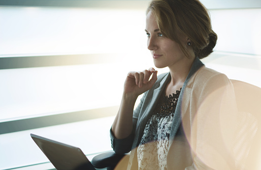 Filtra Retrato De Negocios Ejecutivo De Mujer Escribiendo En Un Foto de stock y más banco de imágenes de 20 a 29 años