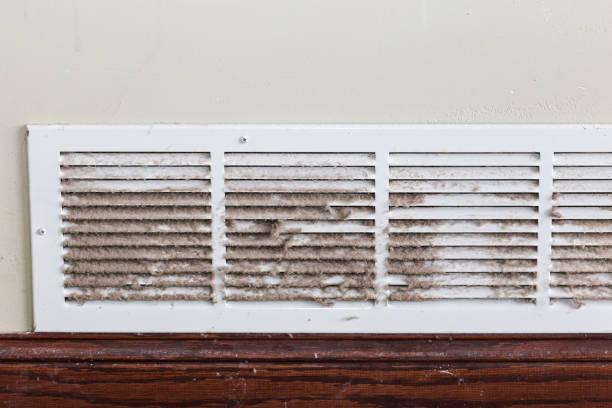 filthy air duct - conduttura dell'aria foto e immagini stock