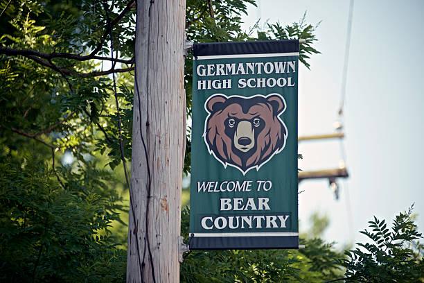 dernière dernier jour d'école à germantown high school - mascotte photos et images de collection