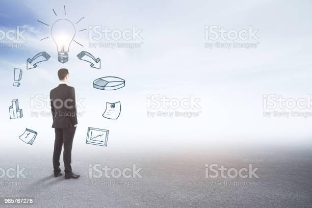 Financiën En Idee Concept Stockfoto en meer beelden van Alleen mannen