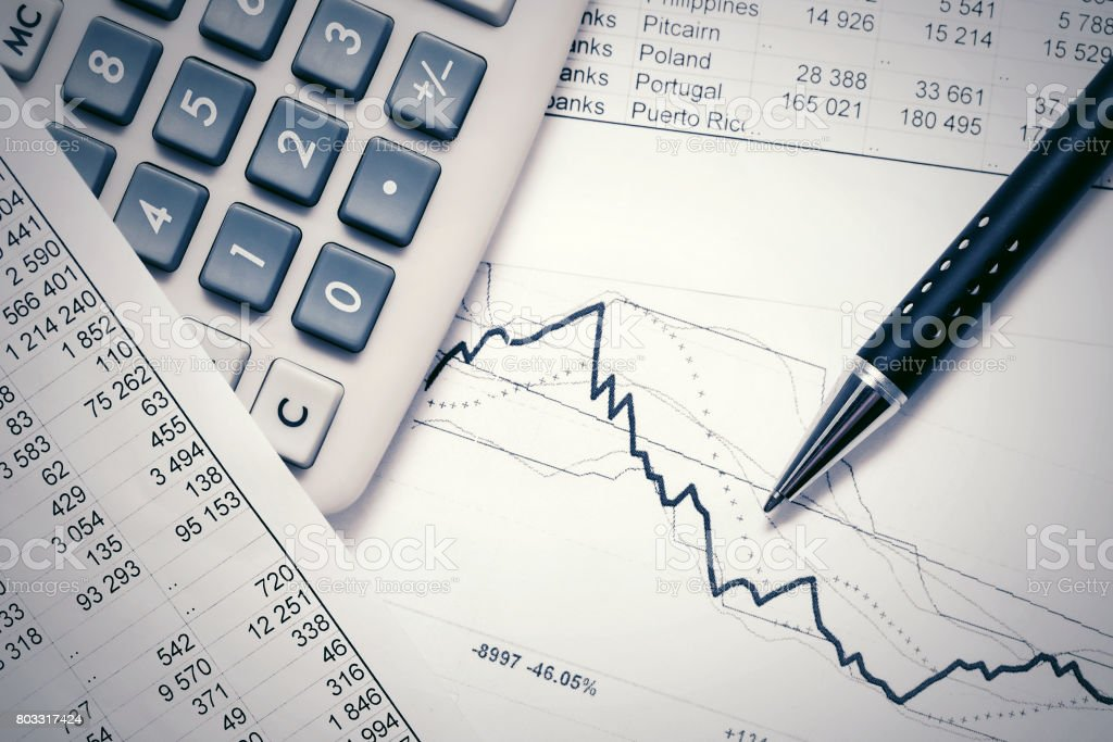 Financial accounting stock market graphs analysis – zdjęcie