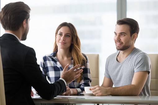 Finanzberater Die Präsentation Angebot Für Kunden Der Tagung Stockfoto und mehr Bilder von Anwalt