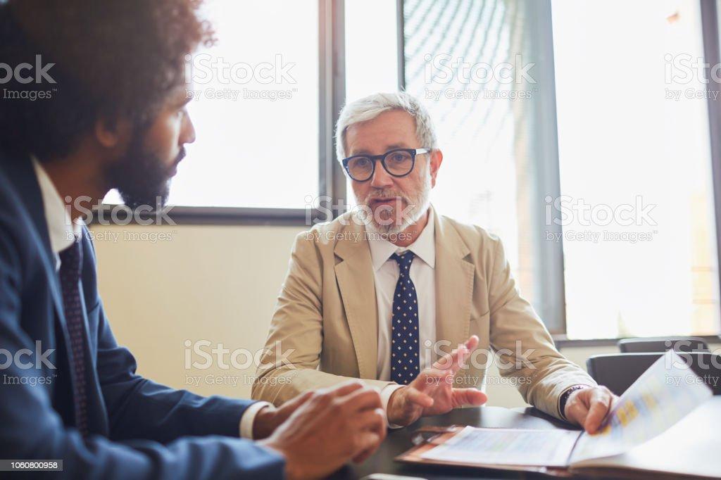 Mali müşavir toplantı bir banka ofiste. stok fotoğrafı