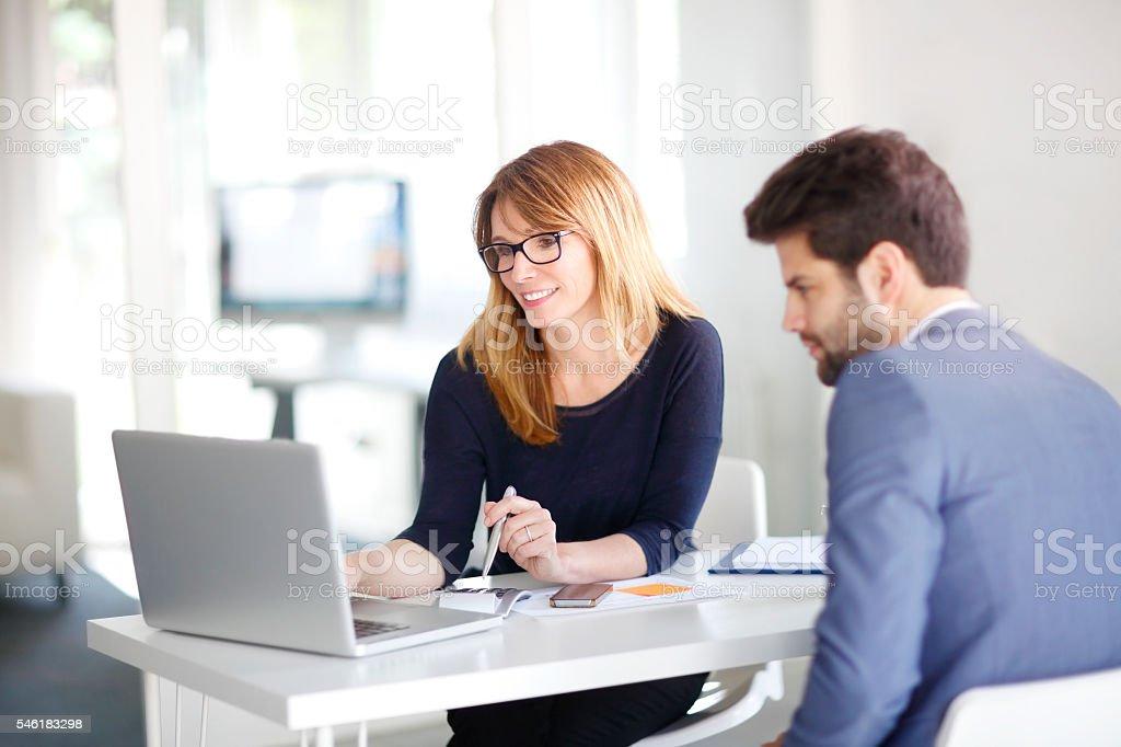 Consultor Financeiro com cliente - Royalty-free Administrador Foto de stock