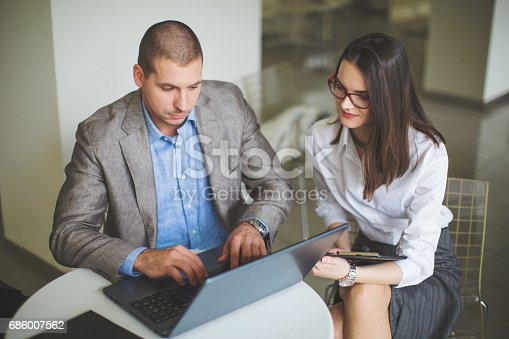 istock Financial advisor-meeting with customers 686007562