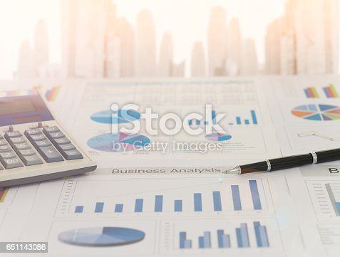 istock financial analyst 651143086