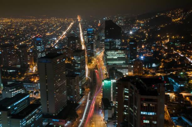 Finanzielle Zentrum von Bogota in der Nacht. Kolumbien – Foto