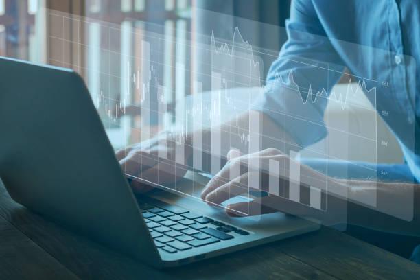 gráficos financieros, análisis de negocios y concepto de inteligencia - inversión fotografías e imágenes de stock