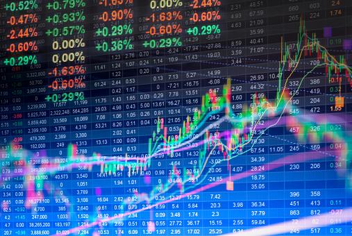 Datos Financieros En Un Monitor Datos De La Bolsa De Led Foto de stock y más banco de imágenes de Crecimiento