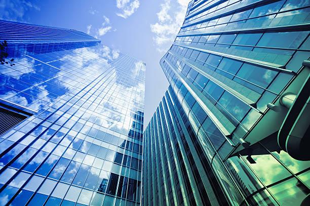 金融地区のガラスの建物、ロンドンの街 - 緑 ビル ストックフォトと画像