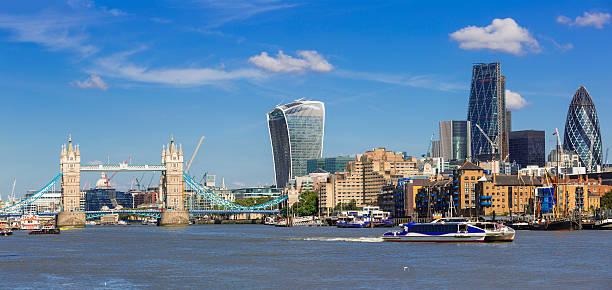 Finanziellen Bezirk von London und die Tower Bridge – Foto