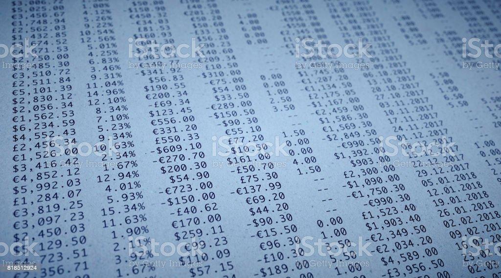 Papel de cifras financieras - foto de stock