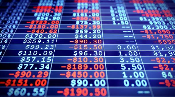 Hoja de cálculo de cifras financieras brillante oscuro - foto de stock