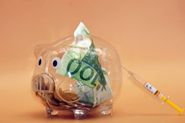 Financial injection for the piggy bank Financial injection for the piggy bank spritze stock pictures, royalty-free photos & images