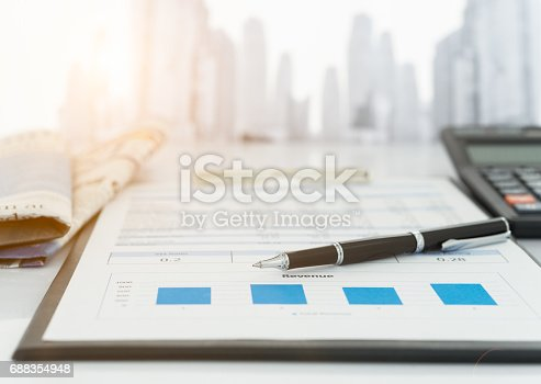 istock financial investment report 688354948