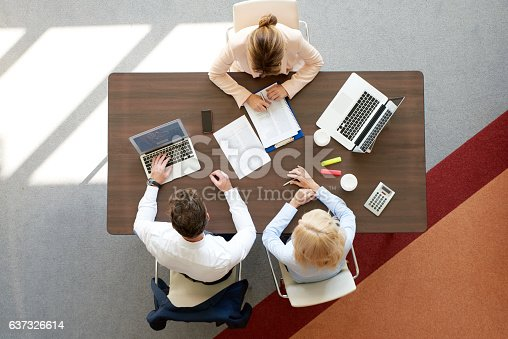 625740042 istock photo Financial meeting at office 637326614