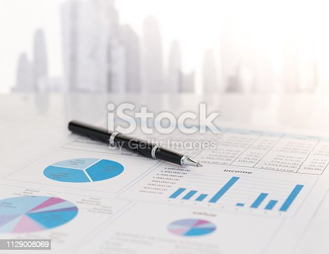 istock financial report 1129008069