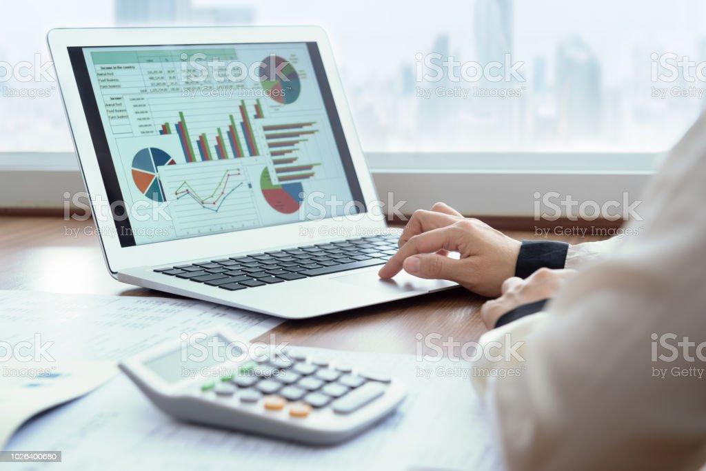 financial spreadsheet report - Foto stock royalty-free di Adulto