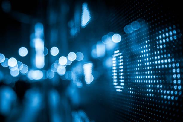 finanzielle börse zahlen und stadt lichtreflexion - hang seng index stock-fotos und bilder