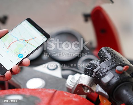 istock Finding a location on maps using the mobile gps 683633006