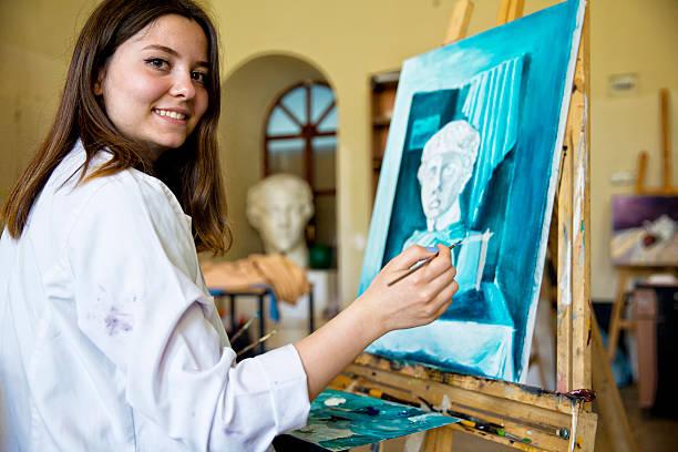 estudiantes pintura de bellas artes - clase de arte fotografías e imágenes de stock