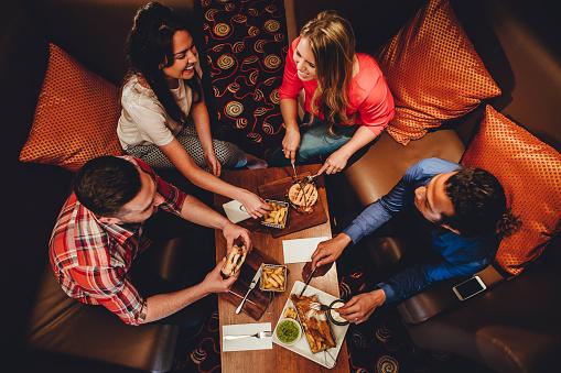 Fine Dining Friends - よそいきの服のストックフォトや画像を多数ご用意