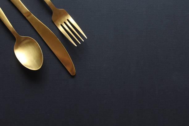 restauration raffiné - diner entre amis photos et images de collection