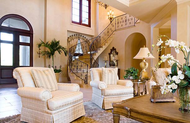 feine wohnzimmer - wandleuchte treppenhaus stock-fotos und bilder