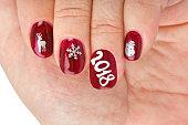 クリスマスのパターンと指の爪