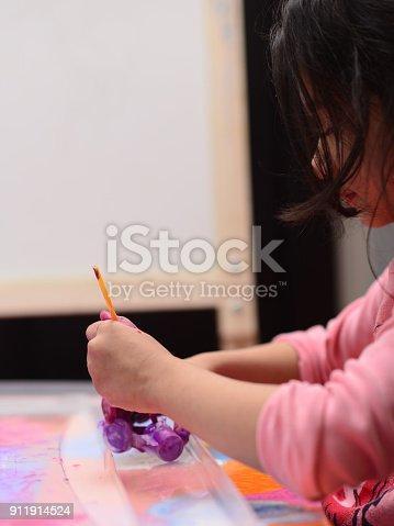 154371635istockphoto Finger painting 911914524