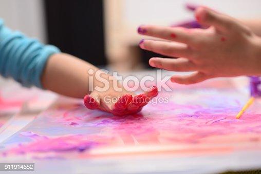 154371635istockphoto Finger painting 911914552