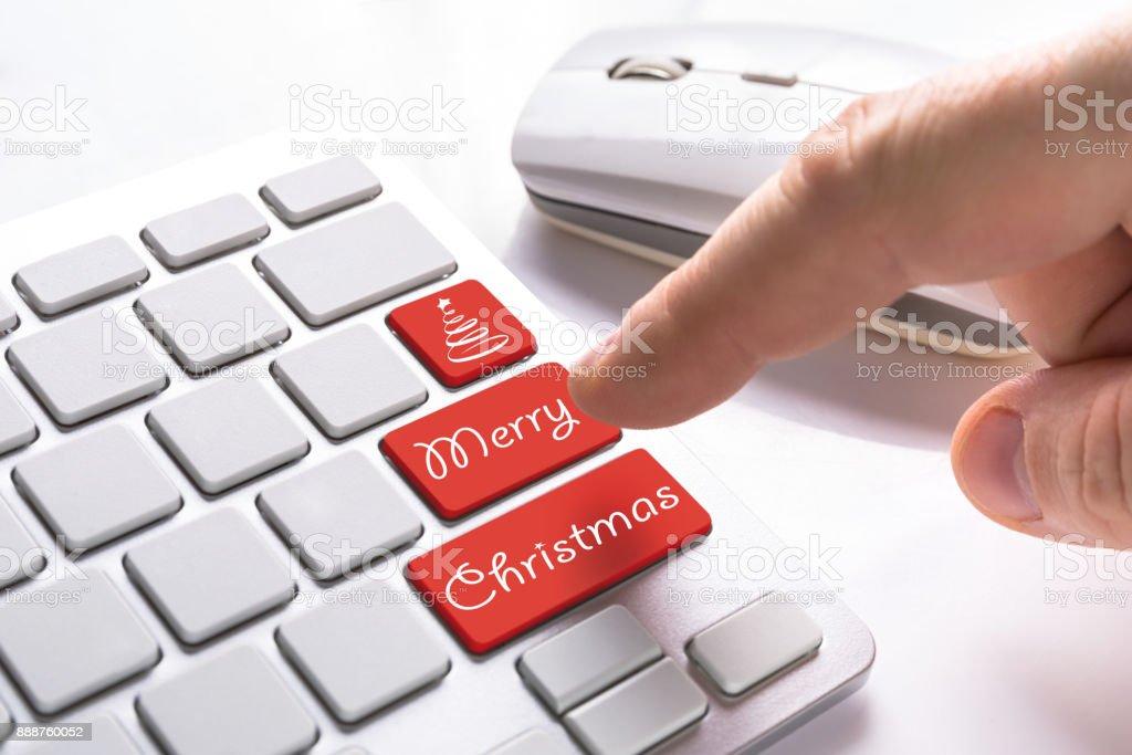 Finger pressing computer button – zdjęcie