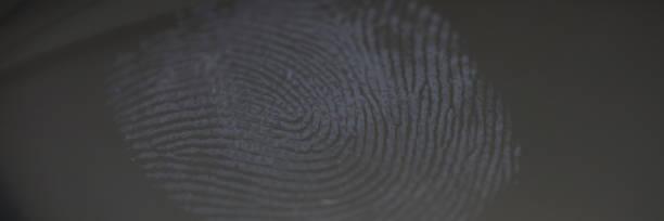 Fingerabdruck-Markierung auf Klarglas als Tatbeweis – Foto
