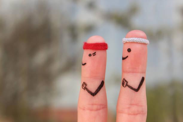fingern kunst ein glückliches paar im sport. konzept von männern und frauen ausgeführt werden. - gewicht schnell verlieren stock-fotos und bilder