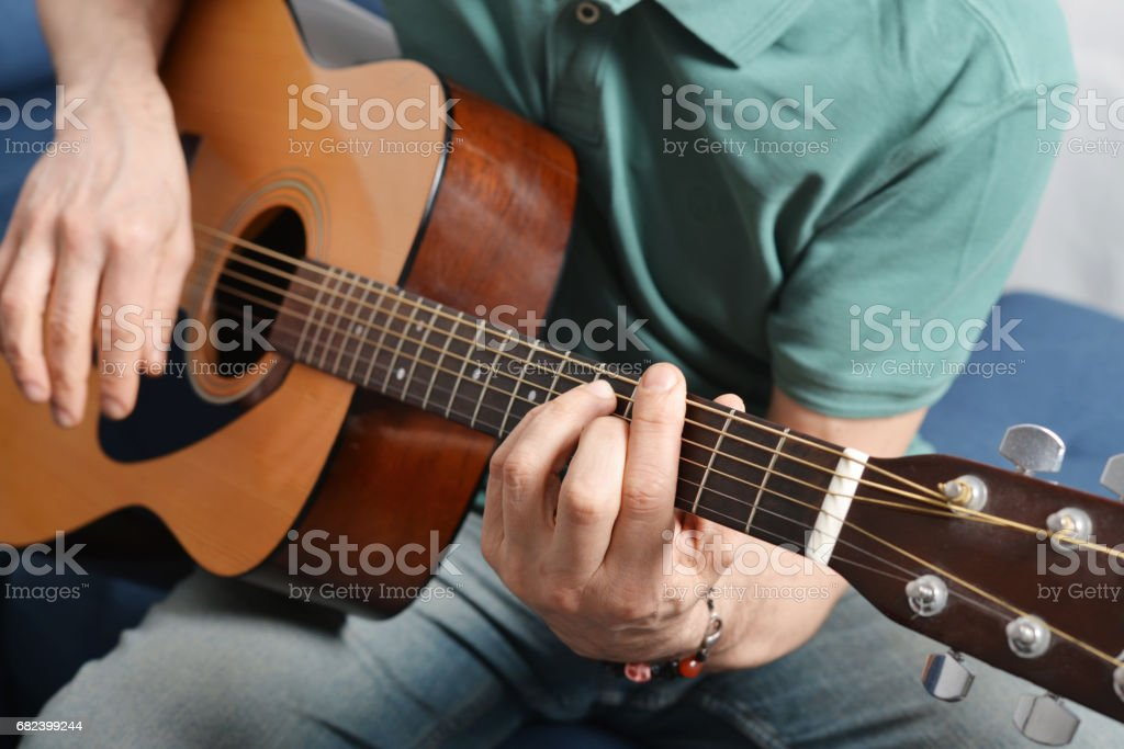 fingers from playing acoustic guitar Lizenzfreies stock-foto